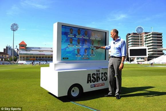 Ein von Armagard nach Kundenwunsch gefertigtes Digital Signage Touch Screen System, exklusiv für Sky Sports & eingesetzt von Nasser Hussain bei den 2013 Ashes, dem Cricket-Highlight. Alles Rechte am Bild von Sky Sports vorbehalten.