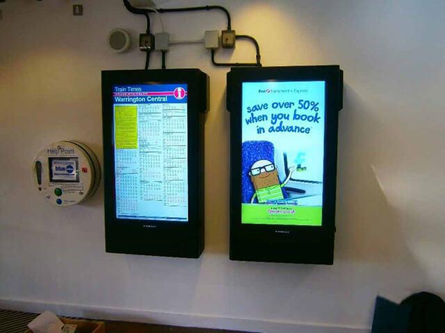 Armagard Digital Signage im Einsatz an einer Zugstation